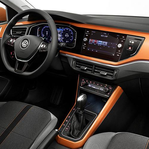 VW Polo, Cockpitansicht, halbfrontal, aus dem Blickwinkel des Beifahrers