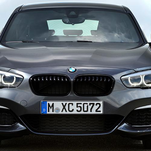 BMW 1er, Frontansicht, stehend, dunkelgrau