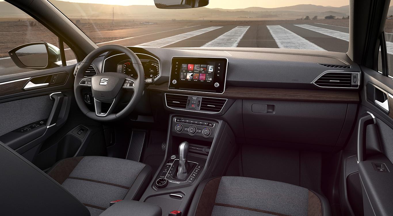 Auffällig im Innenraum des Seat Tarraco ist der mittig platzierte Monitor (acht Zoll).