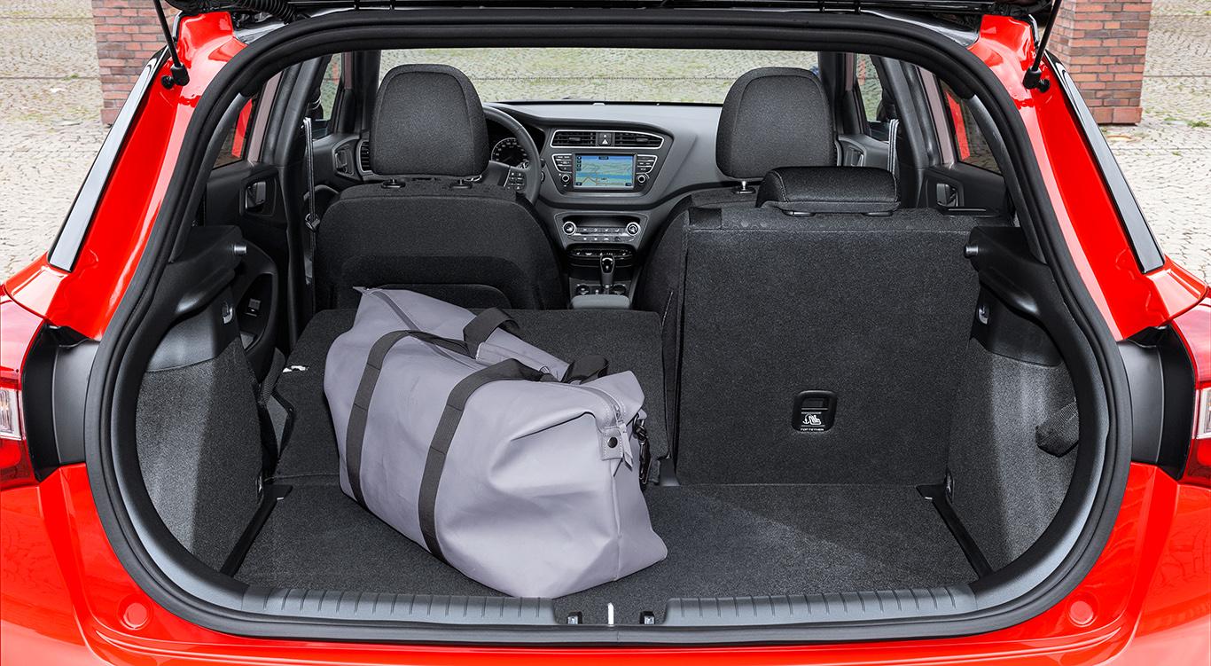326 Liter fasst der Kofferraum eines Hyundai i20 der zweiten Generation - und damit sogar 77 Liter mehr als der des neuen Opel Corsa!