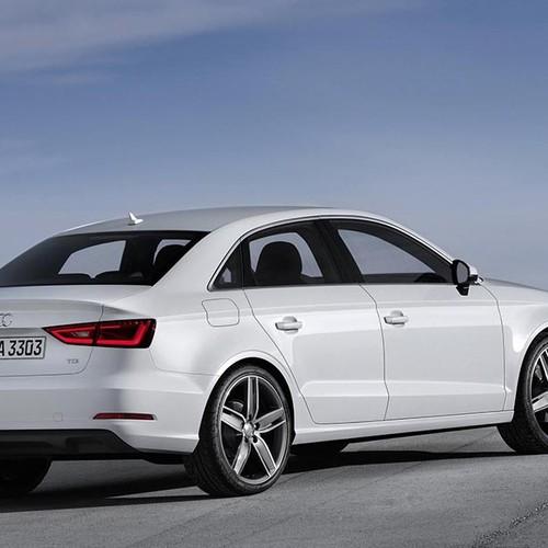 Audi A3 Limousine, Halbseitenansicht von hinten, stehend, weiß