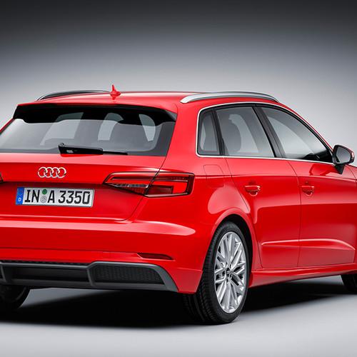 Audi A3 Sportback, Halbseitenansicht von hinten, stehend, rot