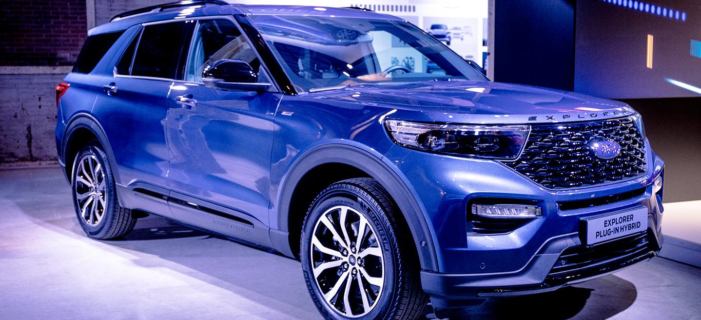 Ford Explorer 2019, Plug-in-Hybrid, Halbseitenansicht von vorne, stehend, blau