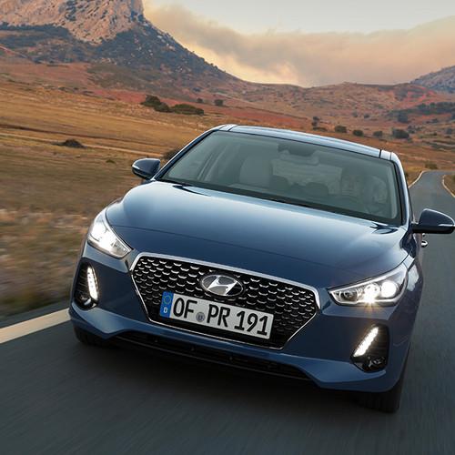 Hyundai i30, Frontansicht, fahrend, blau
