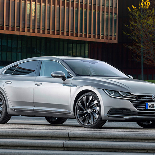 VW Arteon, Halbseitenansicht von vorn, silber