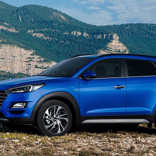 Hyundai Tucson, Halbseitenansicht von vorn, stehend, blau
