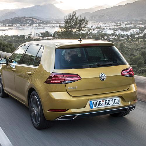 VW Golf Facelift 2017 Fahraufnahme Heck