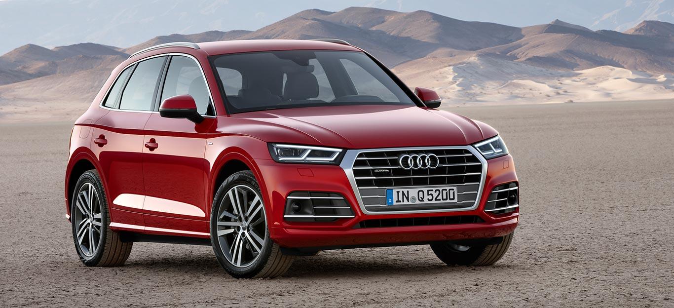 Audi Q5, Halbseitenansicht von vorn, stehend, rot