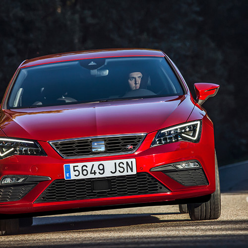 Seat Leon, Frontansicht, fahrend, rot