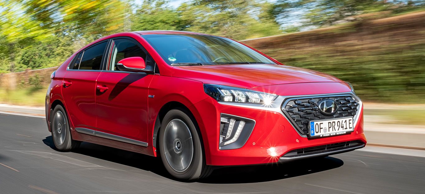Für den Hyundai Ioniq Plug-in Hybrid gibt es die Serienfarbe Rot ohne Aufpreis.