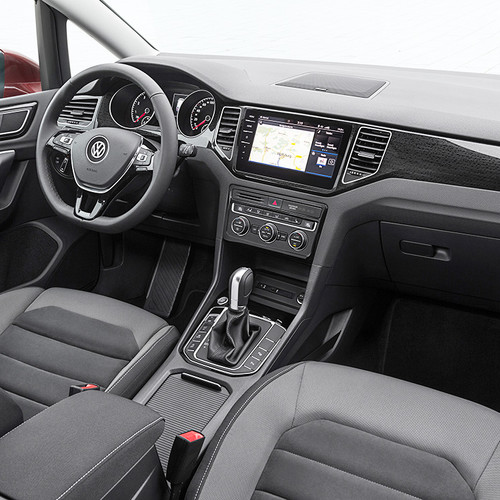 VW Golf Sportsvan 2018 Facelift Cockpit seitlich