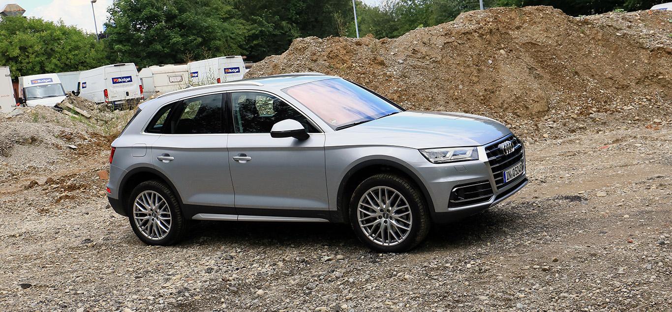 Audi Q5 2.0 TDI quattro Seitenaufnahme rechts auf unbefestigtem Untergrund