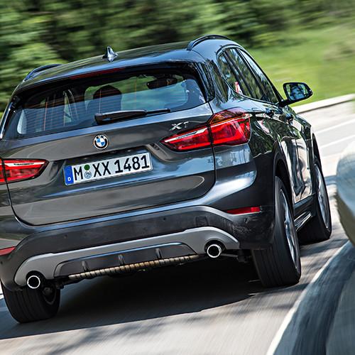 BMW X1, Rückansicht, fahrend, atlaniticgrau