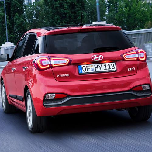 Hyundai i20, Facelift 2018, rot, Fahraufnahme, Heckansicht