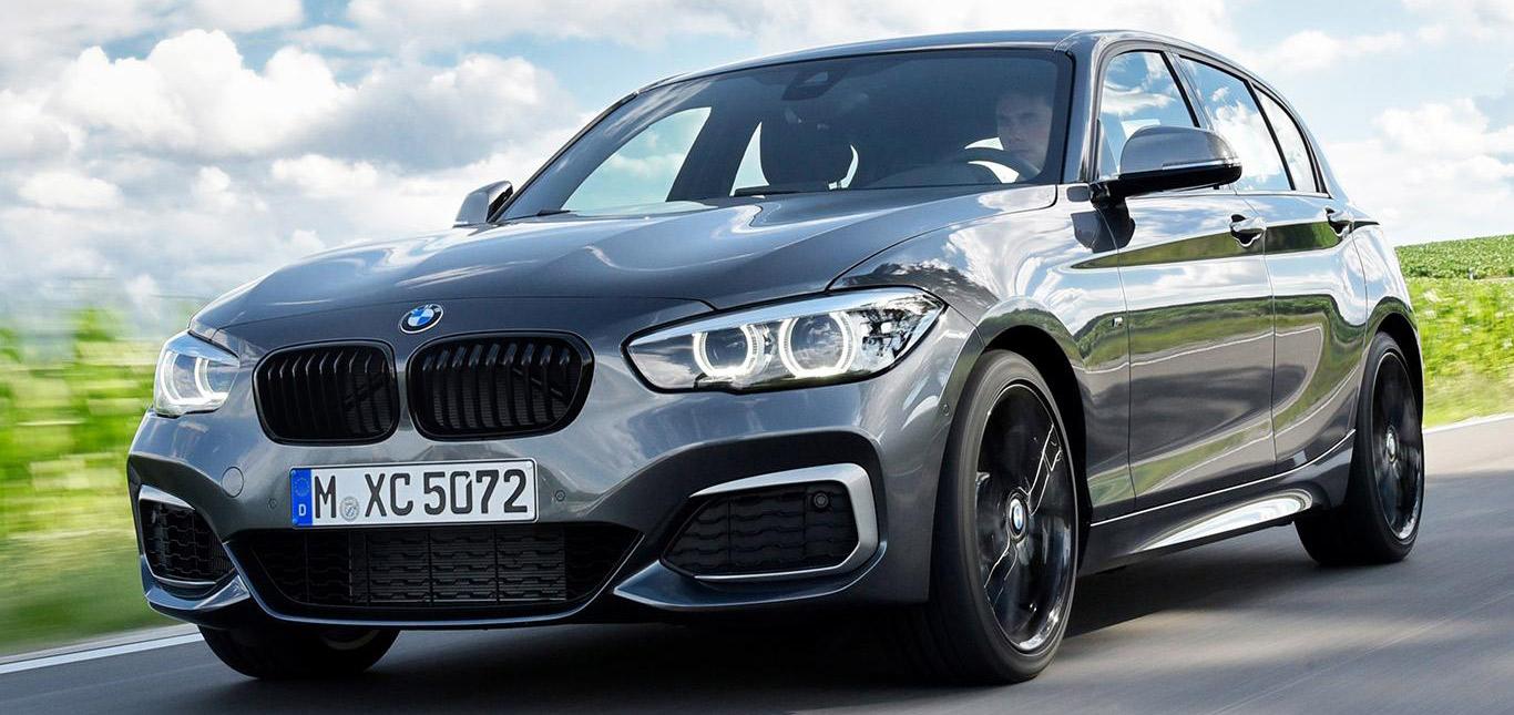 Ein dunkler 1er BMW.