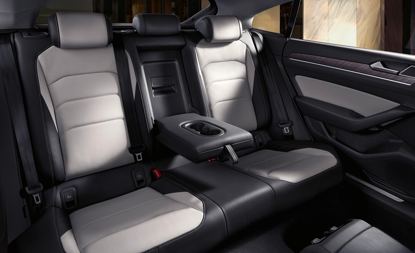 """Eine Augenweide! Das Interieur """"Mistralgrau-Raven-Grau"""" ist jedoch nur für den VW Arteon """"Elegance"""" konfigurierbar."""