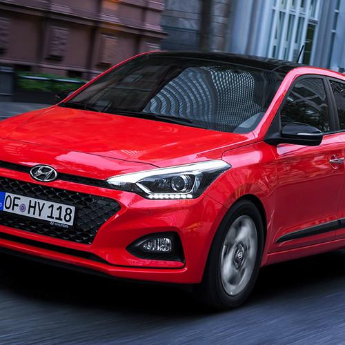 Hyundai i20, Facelift 2018, rot, Fahraufnahme, schräg vorne
