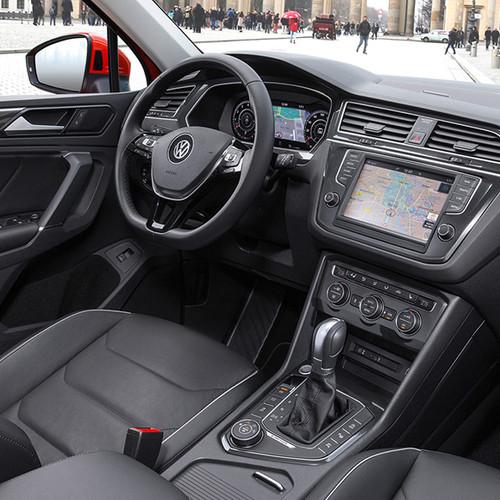 VW Tiguan, Innenansicht seitlich, Cockpit