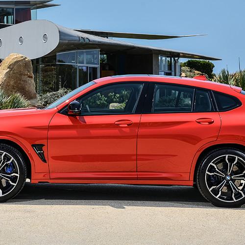 BMW X4 M, Seitenansicht, stehend, rot