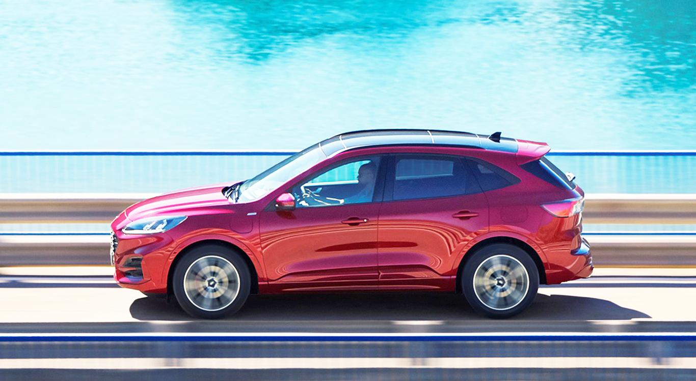 Der Ford Kuga III kommt mit Verbrenner-Motoren, aber auch in drei verschiedenen Hybrid-Varianten auf den Markt.
