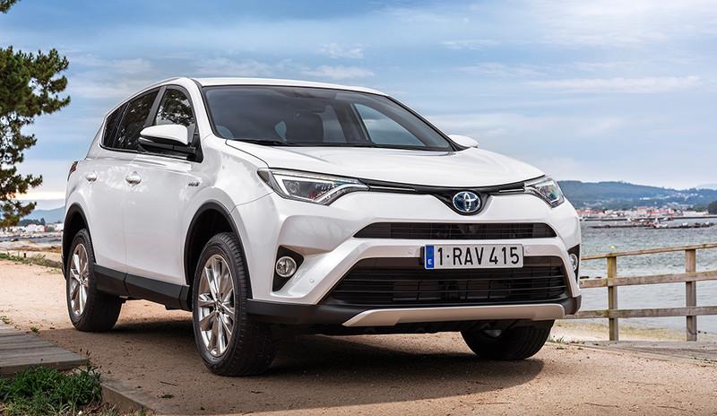 Toyota RAV4, Halbseitenansicht von vorn, stehend, weiß