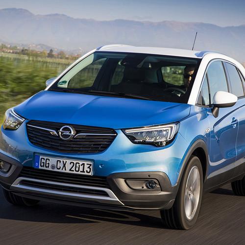 Opel Crossland X in blau, Fahraufnahme Front
