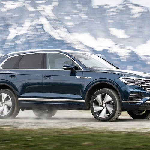 VW Touareg 2018, blau, Seitenansicht