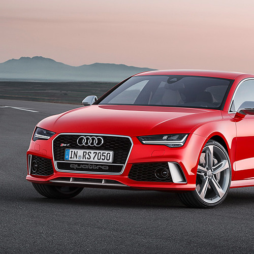 Ein roter Audi RS7 Sportback.