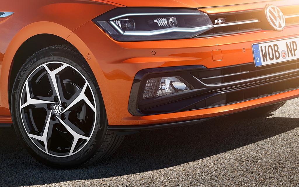 """Sexy: Die besonders scharfen Design-Felgen """"Bonneville"""" 7 J x 17 in Schwarz (Volkswagen R) lassen sich allerdings erst ab der hochwertigen Ausstattungslinie VW Polo """"Highline"""" zurüsten - für 953 Euro extra."""