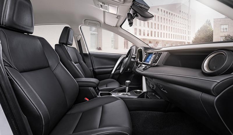 Toyota RAV4, Innenansicht Cockpit, seitlich