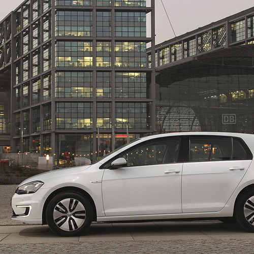 Volkswagen-e-Golf-weiß-Seitenansicht
