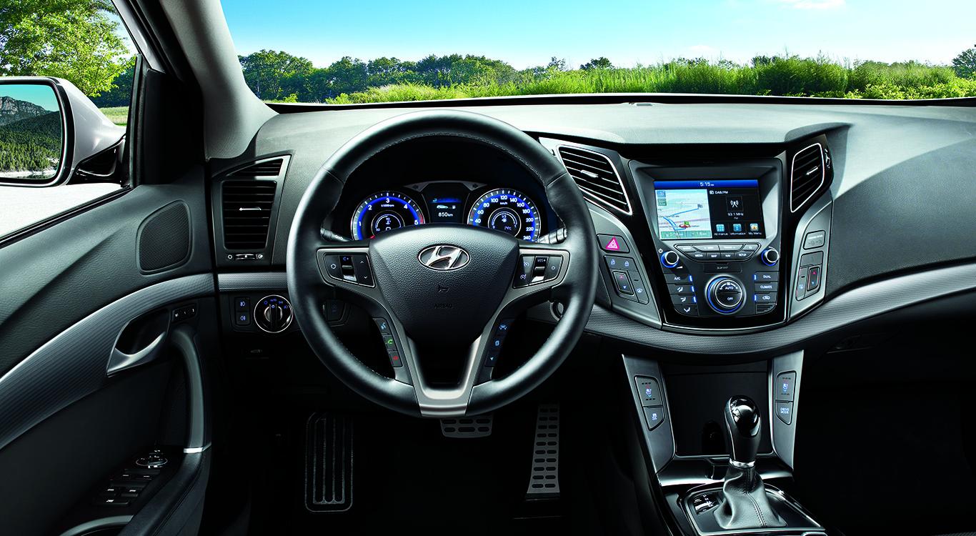 """In der Premium-Ausstattung """"Space Plus"""" rollt der Hyundai i40 mit einem Radio-Navigationssystem zum Kunden."""