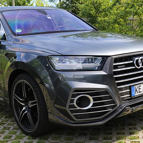 Die massive Front eines Abt QS7 eines Abt.Audi QS7.