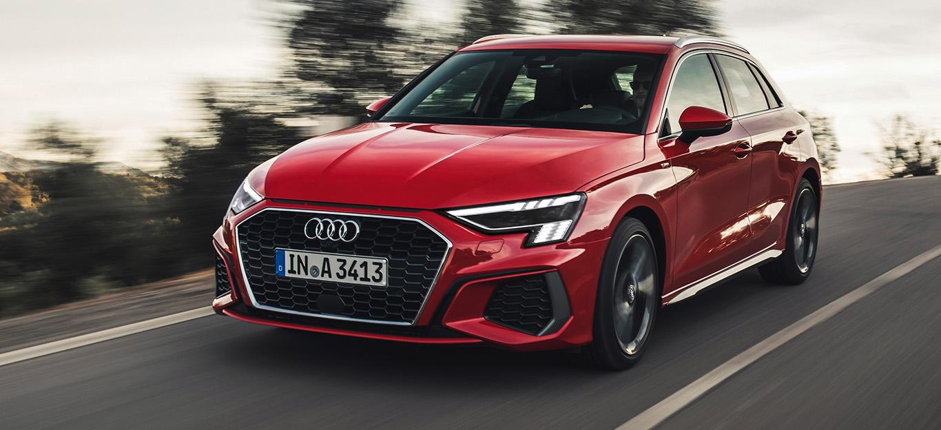 Audi A3 Sportback, Halbseitenansicht von vorne, fahrend, rot