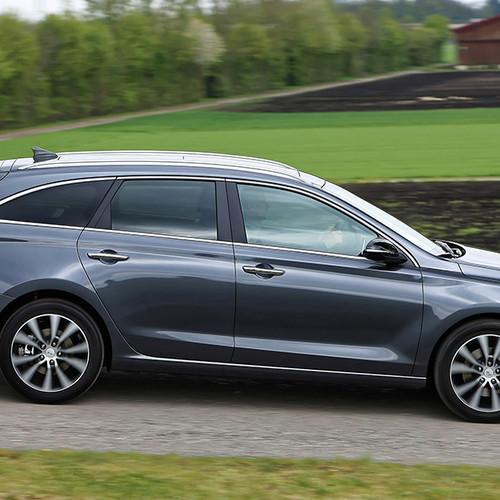 Hyundai i30 Kombi, Seitenansicht, fahrend, grau