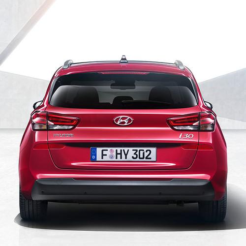 Hyundai i30 Kombi, Rückansicht, stehend, rot