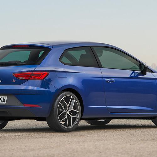 Seat Leon, Halbseitenansicht von hinten, stehend, blau