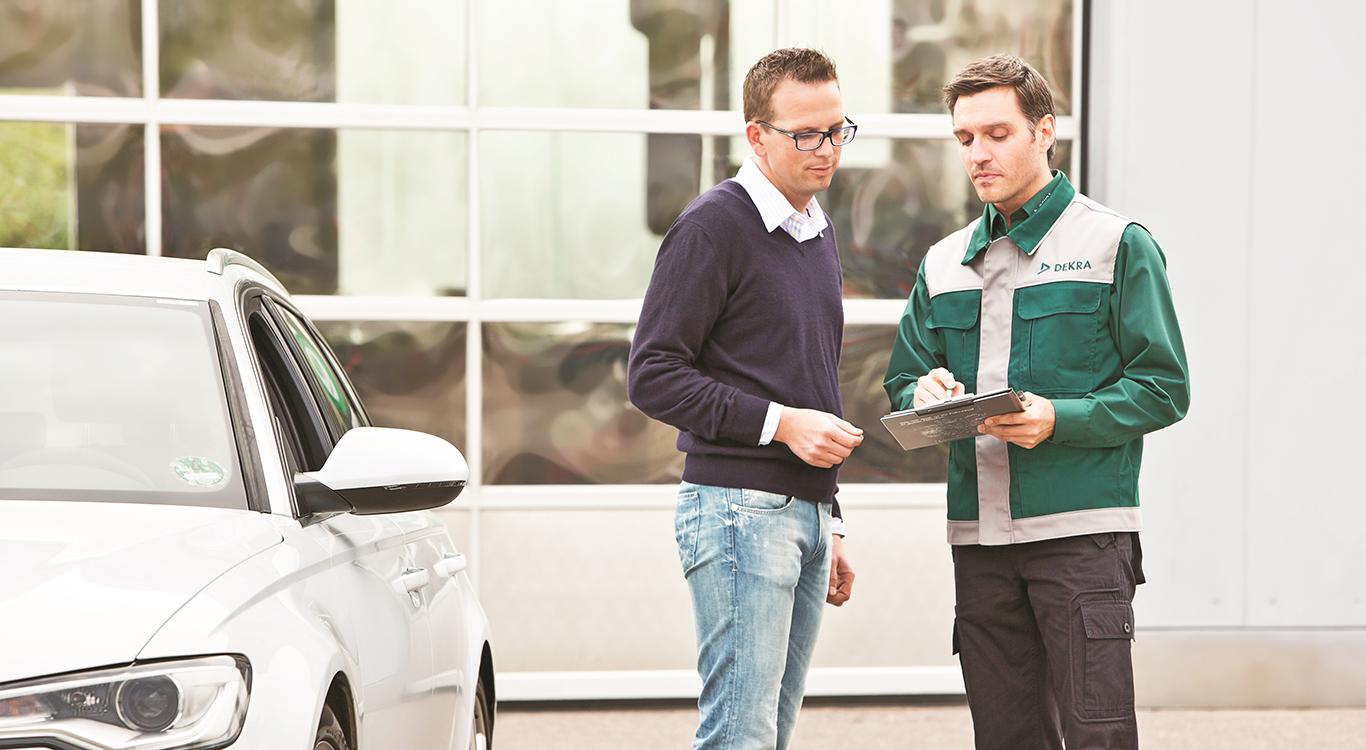Egal ob Neuwagen oder Gebrauchtwagen: Das Wunschauto sollte ausführlich begutachtet werden.