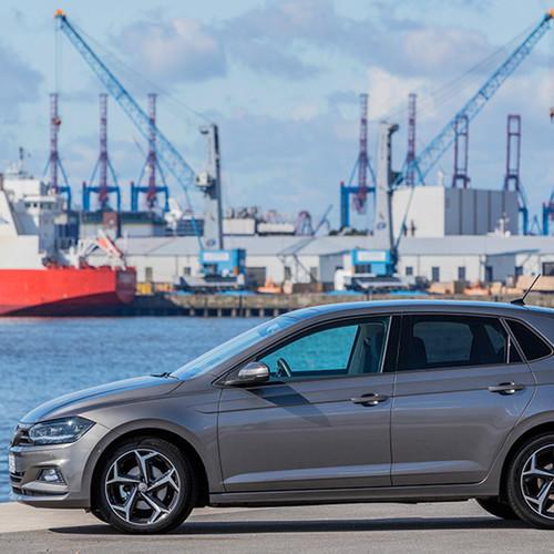VW Polo, Seitenansicht, stehend, grau
