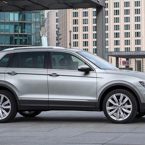 VW Tiguan, Seitenansicht, stehend, silbergrau