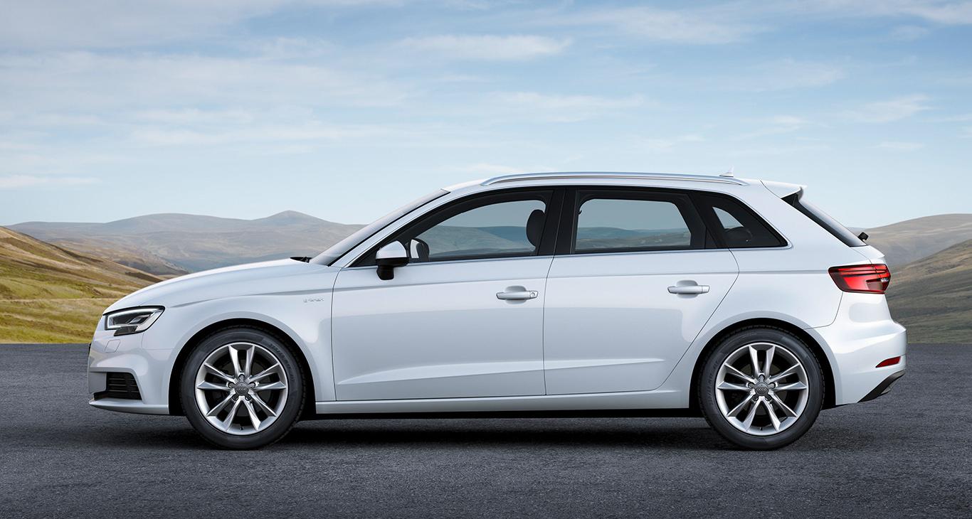 """""""Ibisweiß"""" nennt sich diese aufpreisfreie Grundfarbe, die dem Audi A3 Sportback auch tatsächlich gut steht! Ein schlechtes Spar-Gewissen braucht man hier nicht haben."""