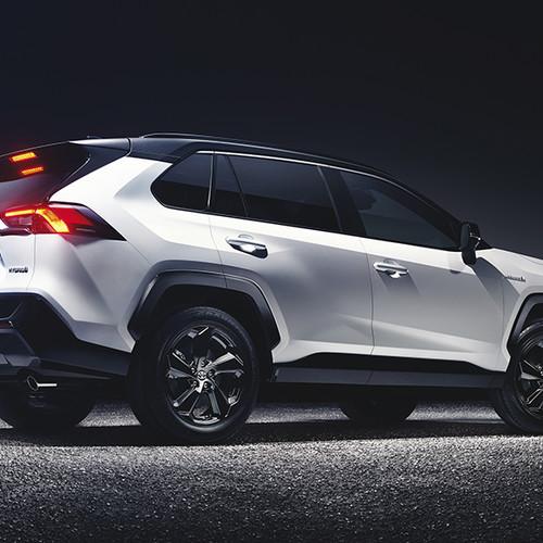 Toyota RAV4 2019, Halbseitenansicht von hinten, stehend, weiß