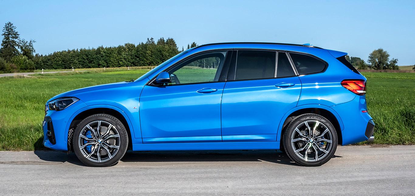 """Leider nur den Voll-Power-Motoren xDrive25i und xDrive25d vorbehalten: """"Misano Blau metallic""""."""