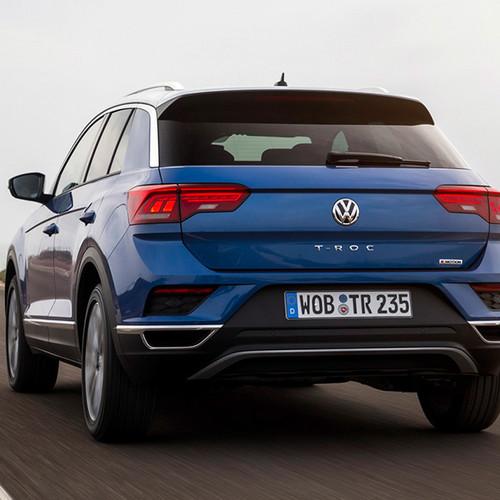 VW T-Roc, Heckansicht, fahrend, blau