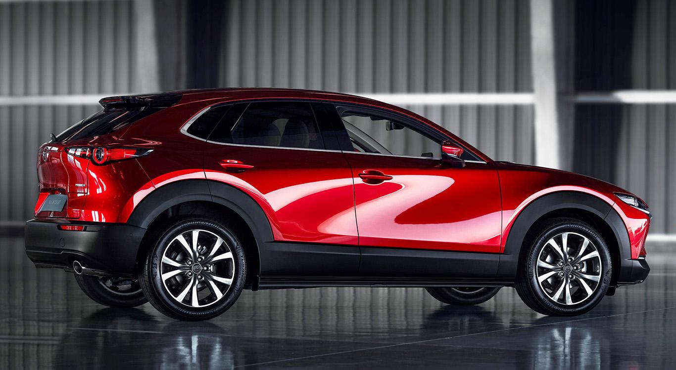 Der neue Mazda CX-30 ist 15 Zentimeter kürzer als das Mittelklasse-SUV Mazda CX-5.