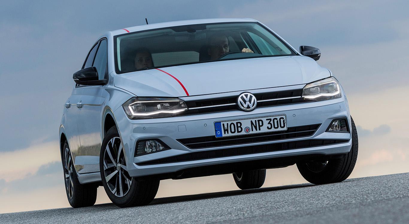 Schlitzartig verengte Hauptscheinwerfer sind optische Kennzeichen des neuen VW Polo 2017.