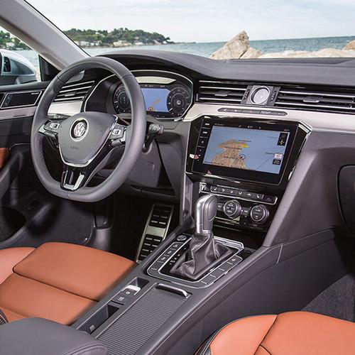 VW Arteon, Innenansicht, Cockpit, halbseitlich