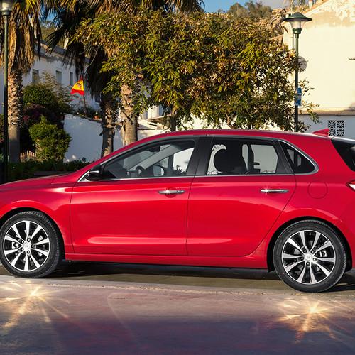 Hyundai i30, Seitenansicht, stehend, rot