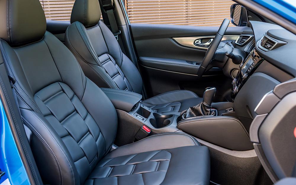"""Teure Aufwertung: Premium-Nappaledersitze im Design """"Depp Violet"""". - Foto: Nissan"""