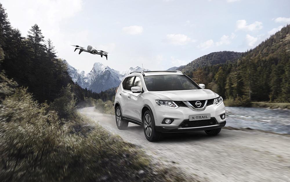 """Im Jahr des Facelifts (2017) präsentierte Nissan das limitierte X-Trail-Sondermodell """"X-Scape"""" mit der Drohne Parrot Bebop 2."""